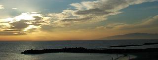 Puesta de sol en Fañabe con vista a La Gomera